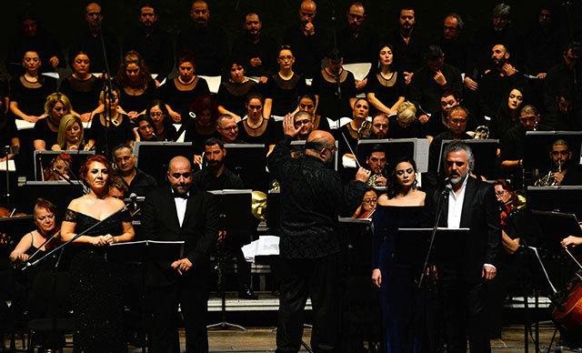 Mersin Devlet Opera ve Balesi (MDOB), halk ozanı Neşet Ertaş'ın eserlerini, senfoniyle harmanlayarak, sanatseverlerle buluşturdu.