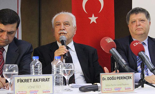 İzmir'de, Vatan Partisi Genel Başkanı Doğu Perinçek'in katılımıyla'Ekonomik Krize Çözüm Kurultayı' düzenlendi.
