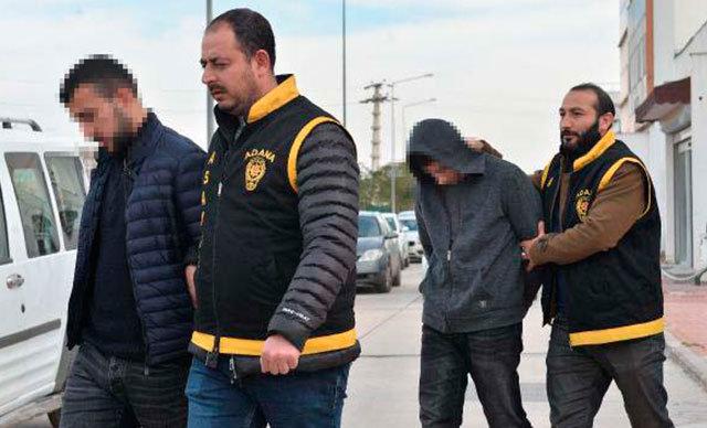 Adana'da kız arkadaşını ziyaret etmek için İstanbul'dan gelen Birol A.'nın bıçak çekerek cep telefonu ve 200 lirasını gasp eden 1'i çocuk 3 kişi 15 dakikada yakalandı.