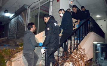 Avcılar'da bir evde baza içine saklanmış kadın cesedi bulundu.