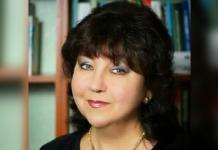 Rusya'da bir programda sahne alan Tatar şarkıcı Fania Khalilova, şarkı söylediği sırada kalp krizi geçirip, hayatını kaybetti.