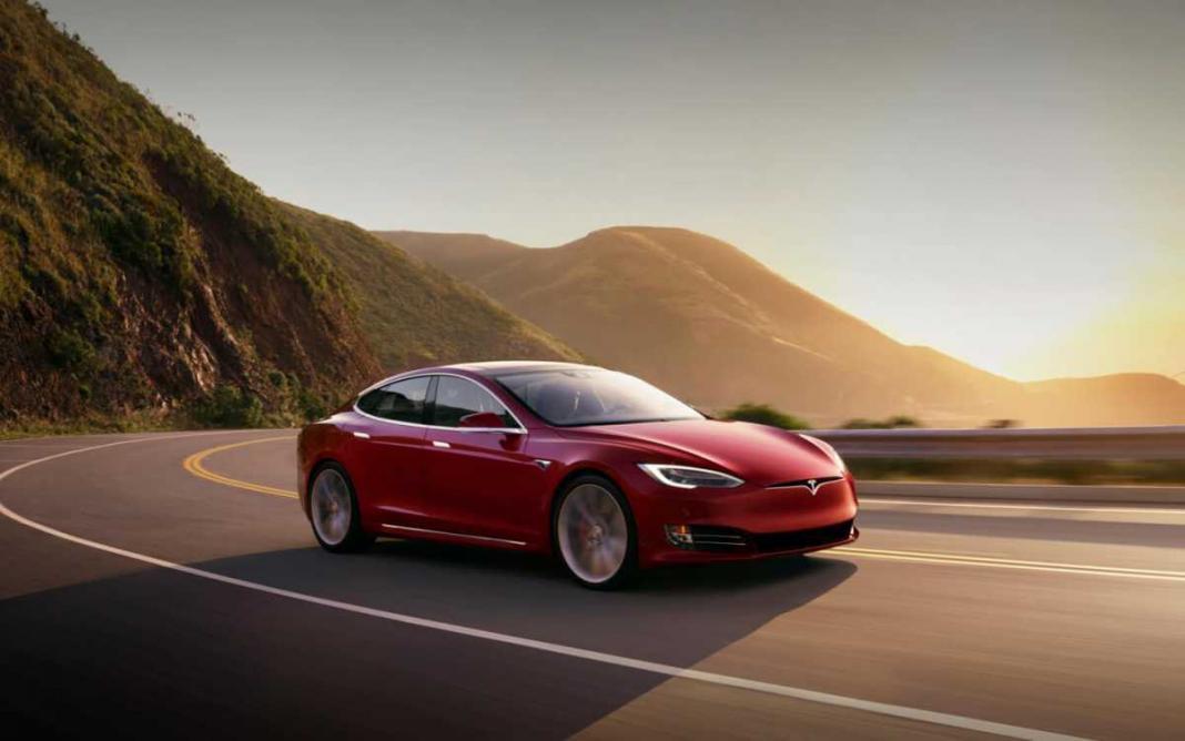 Tam Otonom Araç kullanımı için Tesla'dan üzücü haber