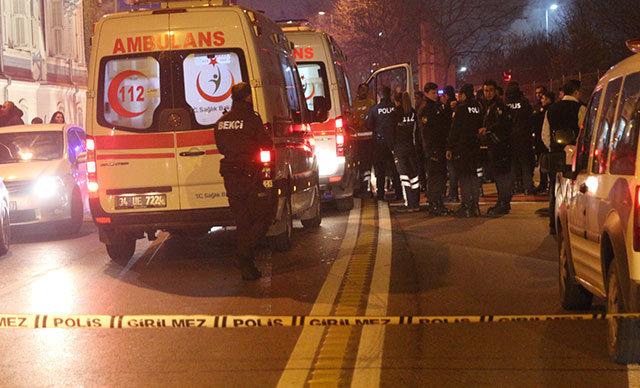 Beşiktaş Ortaköy'de bulunan bir gece kulübünde iki grup arasında çıkan kavgada silahlar konuştu. Olayda yaralanan bir kişi hastaneye kaldırıldı.
