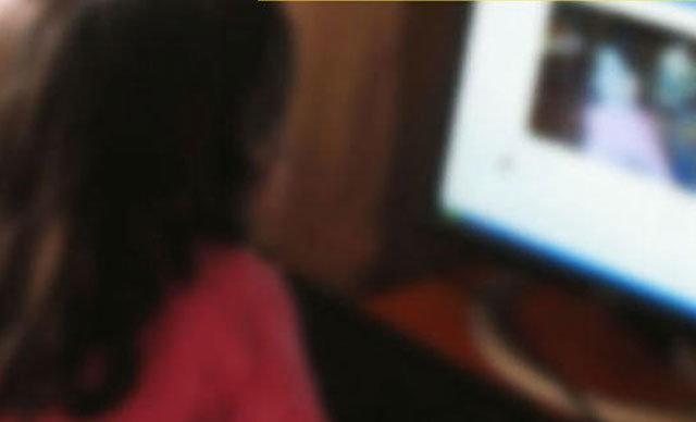 Kocaeli'de 10 yaşındaki kızının sosyal medya hesabı açtıktan sonra psikolojisinin değiştiğini farkeden baba durumdan şüphelenerek bilgisayarını inceledi.
