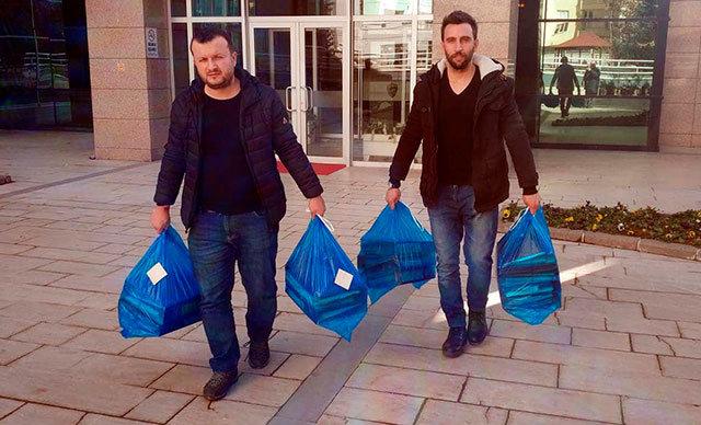 Ankara'da, 64 aileyi ev sahibi yapma umuduyla dolandırıp 12 milyon TL vurgun yaptığı belirlenen çeteye yönelik düzenlenen operasyonda 13 kişi gözaltına alındı. Çetenin lideri Ergün Kalay, tutuklandı.