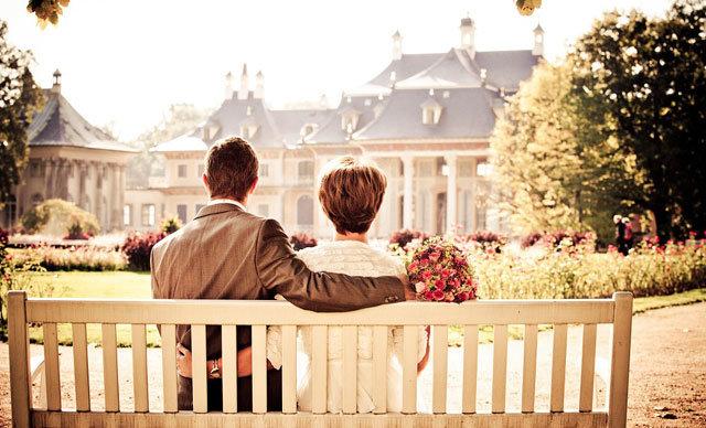 ABD'de evlilik yaşının yükseldiği; gençlerin, ekonomik nedenlerden dolayı aile kurmak yerine birlikte yaşamayı tercih ettiği belirtildi.ABD'de evlilik yaşının yükseldiği; gençlerin, ekonomik nedenlerden dolayı aile kurmak yerine birlikte yaşamayı tercih ettiği belirtildi.