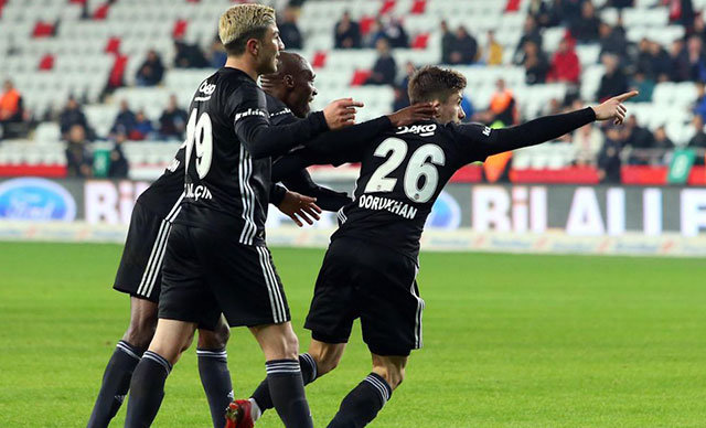 Antalyaspor ve Bursaspor galibiyetleriyle moral bulan ve zirveye tutunan Beşiktaş, Spor Toto Süper Lig'in 22'nci hafta karşılaşmasında deplasmanda Evkur Yeni Malatyaspor'a konuk olacak.