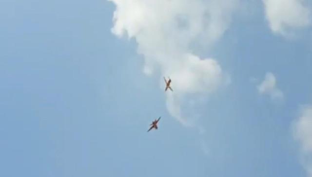 Hindistan'da uçaklar havada çarpıştı