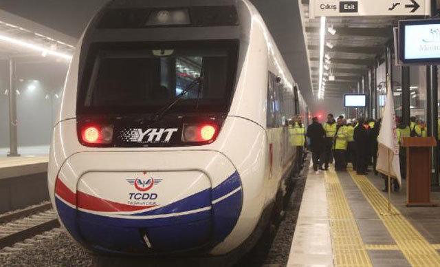 Gebze ile Halkalı arasını 115 dakikaya düşürecek olan Yüksek Hızlı Tren'in test sürüşü, Ulaştırma ve Altyapı Bakanı Cahit Turan tarafından gerçekleştirildi.