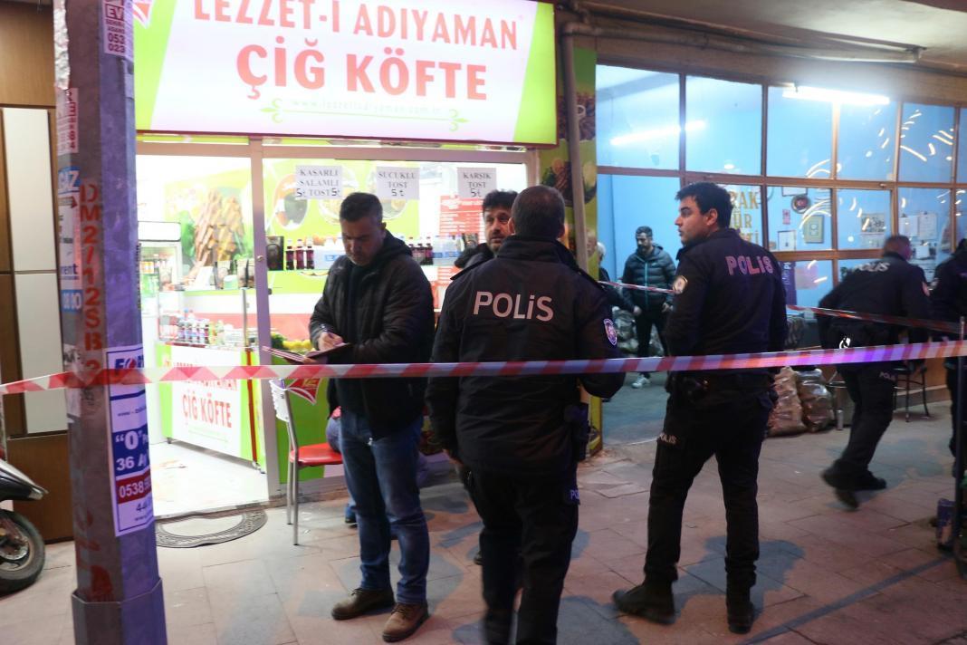 Manisa'nın Şehzadeler ilçesinde, iki iş ortağı arasında çıkan kavgada Salih Z. (43), Erhan Günay'ı (41) tabanca ile sol gözünden vurarak ağır yaraladı.