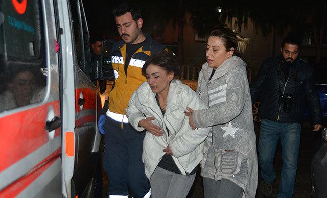 Adana'da Canan Ş. (48), yalnız yaşadığı evinde çıkan yangından Efe isimli kedisinin saçlarını çekiştirip, uyandırması sonucu kurtuldu.