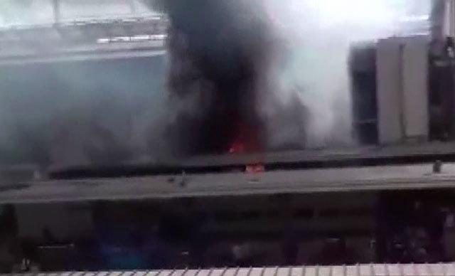 Mısır Başsavcılığı, başkent Kahire'de bulunan Ramses tren istasyonunda çıkan yangınla ilgili başlatılan soruşma kapsamında kazanın, makinistlerin kavgası sonucunda meydana geldiğini duyurdu.