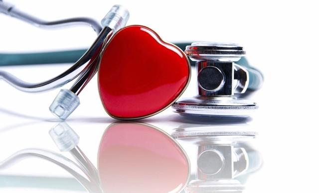 Prof. Dr. Hamza Duygu, bilinen kalp hastalığı olan kişilere mevsim girişinde mutlaka grip ve zatürre aşısı yaptırmaları önerisinde bulundu.