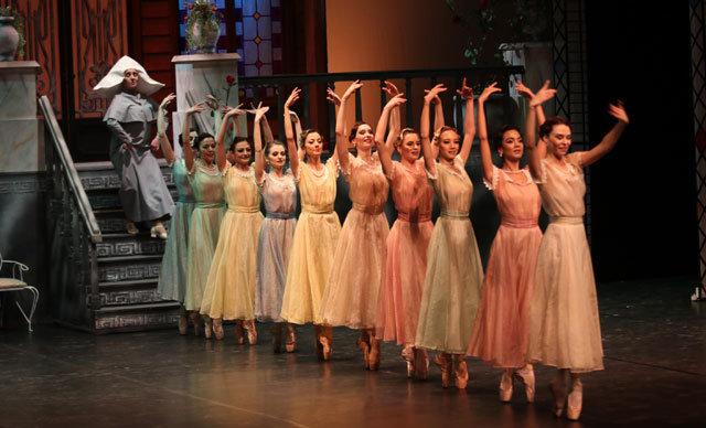Samsun'da,19 Mayıs'ın 100'üncü yıl dönümü etkinlikleri kapsamında, librettosu, rejisi ve koreografisi Devlet Sanatçısı Merih Bahar Çimenciler'e ait olan Çalıkuşu Balesi, dün akşam Atatürk Kültür Merkezi Aydın Gün Sahnesi'nde sahnelendi.