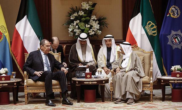 Rusya Dışişleri Bakanı Sergey Lavrov, Körfez ülkelerini ziyareti kapsamında bulunduğu Kuveyt'te, Emir ile bir araya geldi.