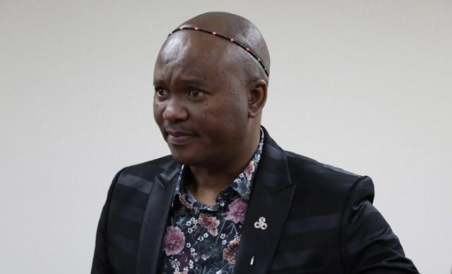 """Afrika kökenli öğrencilerle bir araya gelen Güney Afrika Cumhuriyeti ulusal şairi Zolani Mkiva, """"Türkiye kendine bir yol çizmiş ve o yolda ilerliyor."""