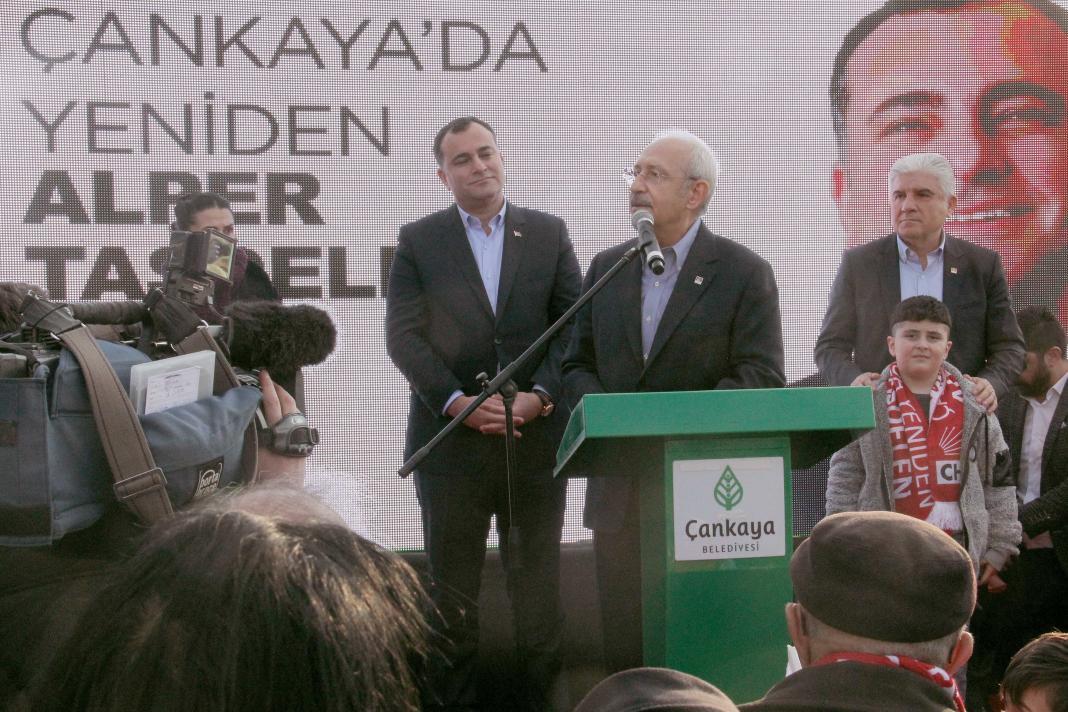 Lösemi hastalığına yenik düşen 7. sınıf öğrencisi Sude Naz Özer'in adı verilen Esat Özgürlük Meydan'ındaki oyun parkı, Cumhuriyet Halk Partisi Genel Başkanı Kemal Kılıçdaroğlu'nun katıldığı törenle açıldı.