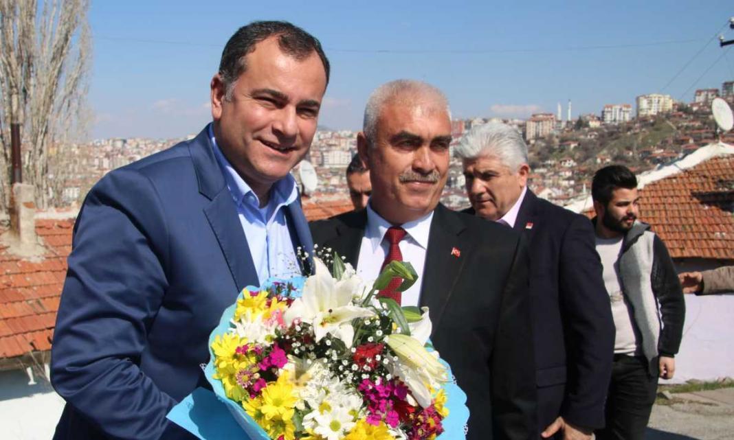 Çankaya Belediye Başkanı Alper Taşdelen Boztepe Mahallesi'nde vatandaşlarla buluştu. Taşdelen, Boztepe'de yapılacak yeni yatırımlar hakkında bölge halkını bilgilendirdi.