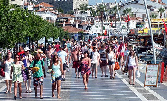 (TÜRSAB) Yönetim Kurulu Başkanı Firuz Bağlıkaya, düzenlemenin sadece sektör temsilcilerini değil, turisti de güvence altına alacağını söyledi.