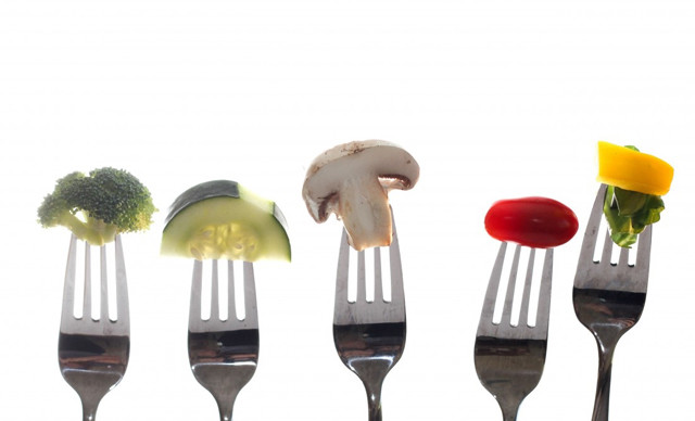 DİYETİSYEN Aslıhan Altuntaş, kalıtsal kanserler dışında sonradan gelişen tüm kanser türlerinin sağlıksız beslenme ve obeziteyle yakından ilgili olduğunu belirterek, kansere yol açan 7 beslenme hatası hakkında bilgi verdi.