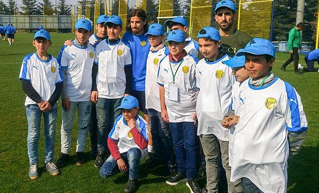 MKE Ankaragücü, Suriyeli minik futbolcuların hayallerini gerçekleştirdi