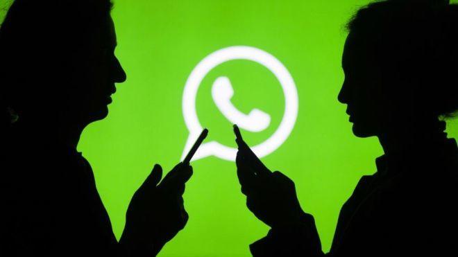 WhatsApp'ta bir kişiyle görüşme başlatabilmek için o kişiyi kullanıcının telefon rehberine eklemesi gerekiyor.