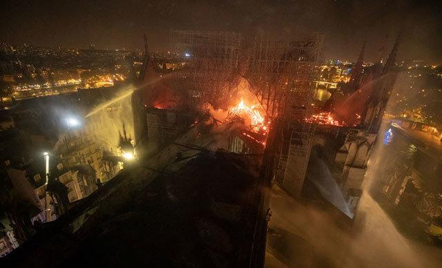 Notre Dame Katedrali'nde çıkan yangınla ilgili değerlendirmelerde bulunan Köln Katedrali'nin Baş Mimarı Peter Fuessenich, yangın hasarının henüz tam tespitinin yapılmadı
