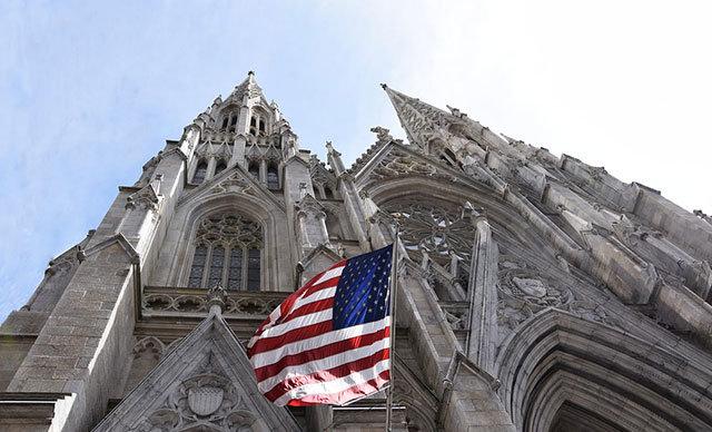 ABD'nin New York şehrinde gerçekleşen olayda, bir adam iki bidon benzin ile St.Partick Katedrali'ne girmeye çalıştı.