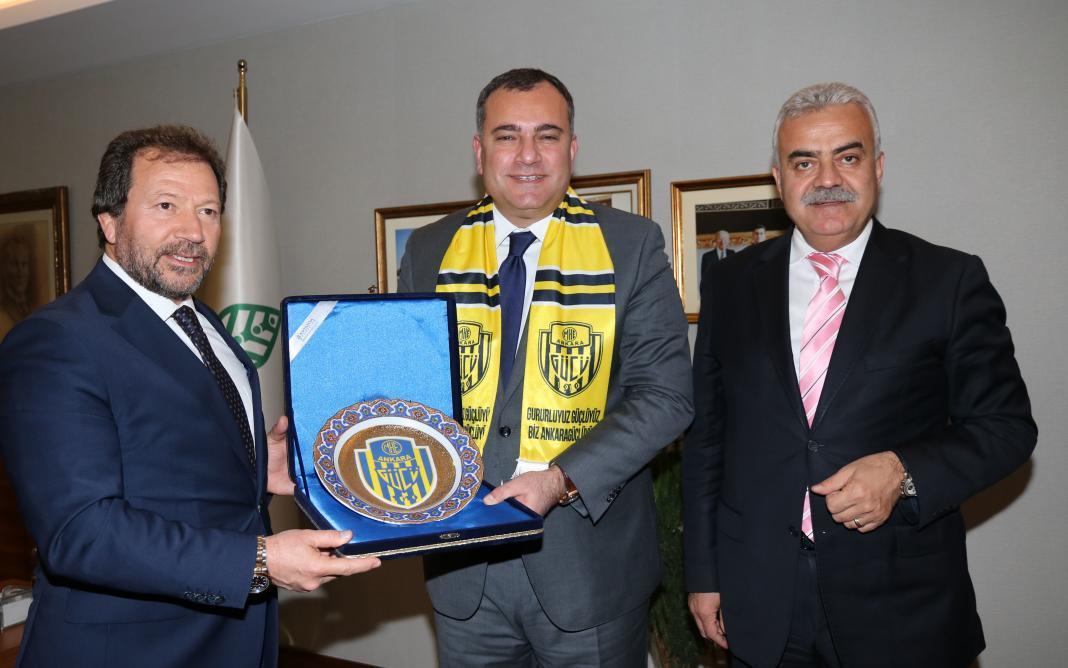 Ankara'nın köklü spor kulübü Ankaragücü'nün Başkanı Mehmet Yiğiner ve kulüp yöneticileri, yeniden rekor bir oyla Çankaya Belediye Başkanlığına seçilen Alper Taşdelen'i ziyaret ederek kutladı.