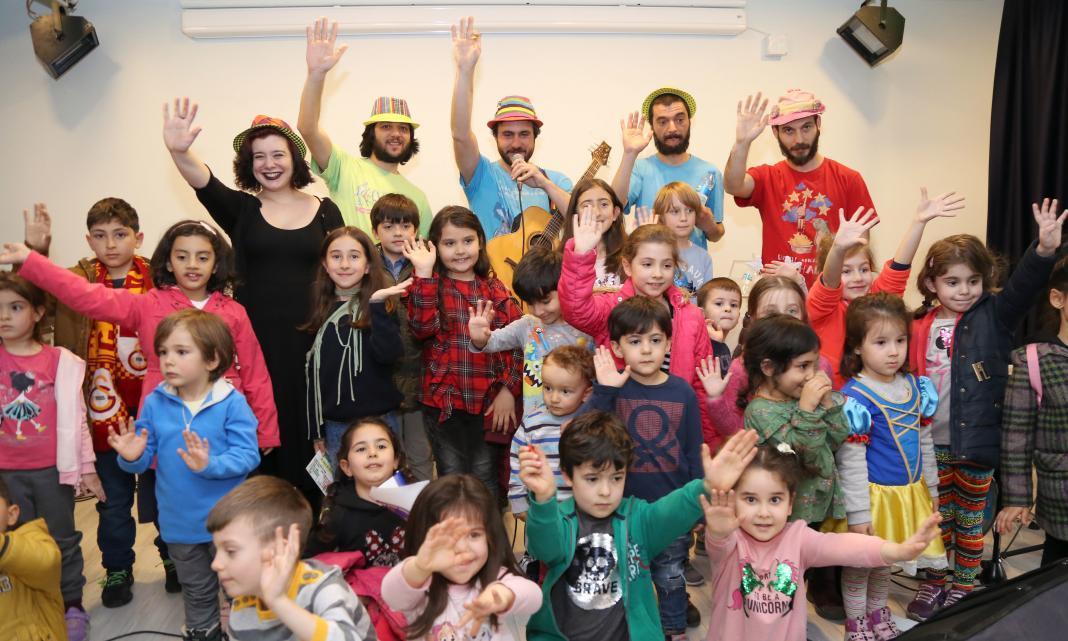 Çankaya Belediyesi ve Mülkiyeliler Birliği'nce ortaklaşa düzenlenen Şubadap Konseri, 23 Nisan Ulusal Egemenlik ve Çocuk Bayramı öncesi Çankayalı çocukları bir araya getirdi.