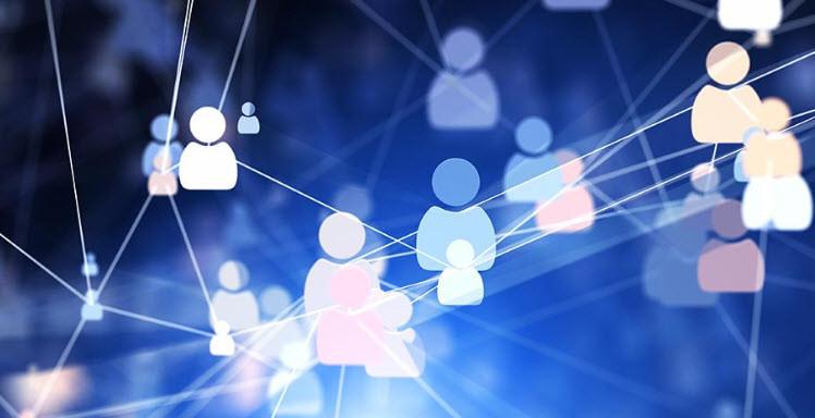 """""""Dijital vatandaş"""" terimi, sosyal ağların tehlikelerini ve fırsatlarını tanıyan, kendilerini, internet kimlik hırsızlığı, siber zorbalık ve siber suçlardan korumak için en iyi yöntemi uygulayan bireyleri tanımlamak için kullanılıyor."""