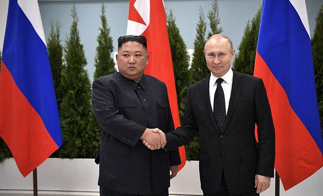 Rusya Devlet Başkanı Vladimir Putin ile Kuzey Kore lideri Kim Jong-un Russky Adası'nda bir araya geldi.