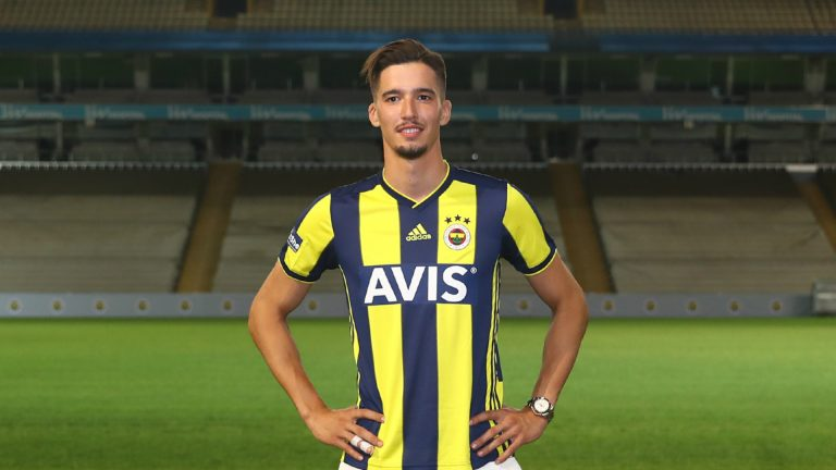 Fenerbahçe, Altay Bayındır'ı kadrosuna kattı